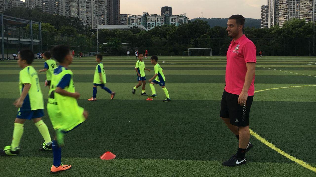 Un porriñés enseña fútbol en China eec2b427fa6